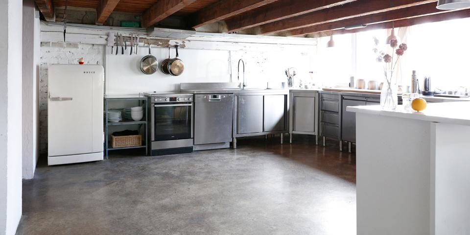 Das-Freiloft-die-Mietlocation-für-Firmenevents-Shootings-Seminare-und-Workshops_Küche-1